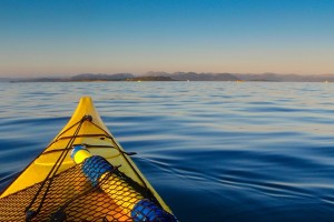 Link to boating with image of kayak